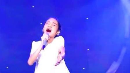 我天! 30年没人翻唱成功的歌, 竟被11岁女孩唱出原味, 这唱功绝了