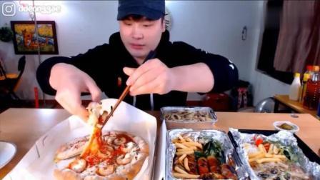 韩国大胃王吃播豪放派donkey弟弟吃芝士虾仁披萨, 香肠意面和培根