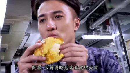 港式面包有五大天王: 菠萝包, 鸡尾包, 叉烧包, 肠仔包, 吞拿鱼包