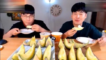 韩国大胃王donkey兄弟俩吃16块冰淇淋哈密瓜, 看的我也想吃