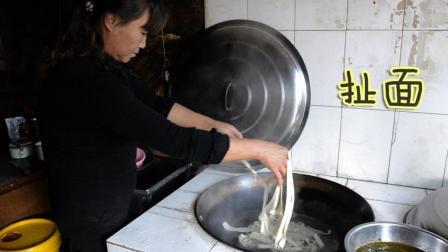 妈妈做的家常扯面, 比宴席都好吃, 儿子吃的太香了!
