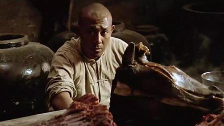 小伙儿去饭馆吃牛肉, 老板却只给他一个牛头, 小伙抱着就啃太香了
