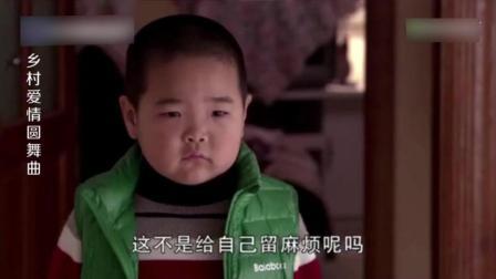 谢腾飞无意听到广坤要送走自己, 悲伤落泪, 与小蒙依依不舍难分别