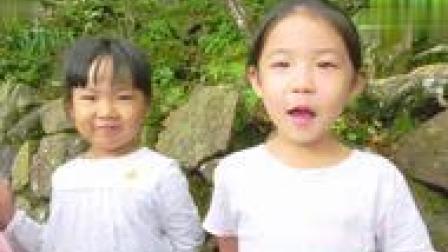 有爱!5岁萌宝宝游黄山路遇松鼠觅食手里饼干不忘分一半!