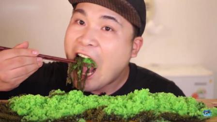 大胃王吃的这是什么? 美味的飞鱼籽搭配海里的葡萄, 听声音太过瘾