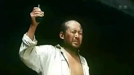 举起手来: 郭大叔不会用鬼子的手榴弹, 不幸被鬼子抓住