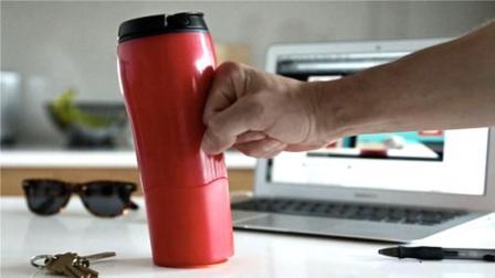 世界上求生欲最强的水杯, 采用黑科技, 怎么搞也不会翻!