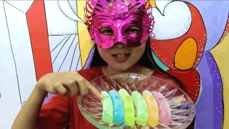吃冰达人 面罩小姐姐吃火腿肠彩冰 彩虹般漂亮吃起来嘎嘣脆超冰爽