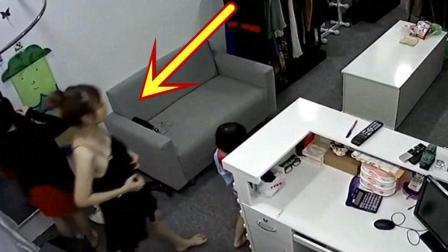 服装店里突然闯入一男子, 旁边女孩吓得赶紧跪地求饶!