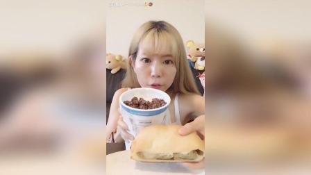 栗子南瓜番薯泥奶酪包+杏仁椰子黑巧克力酸奶