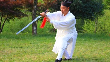 这套武当太极剑64势, 动作协调, 松沉自然, 收藏起来对..