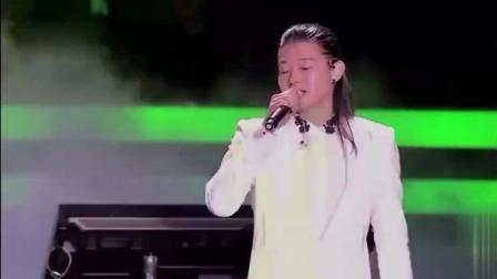 太养眼! 这是霍尊唯一一次那么帅气的登场, 不过合唱的竟比他还帅?