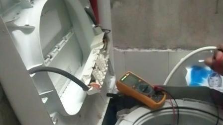 洗衣机维修现场, 故障判断准确。