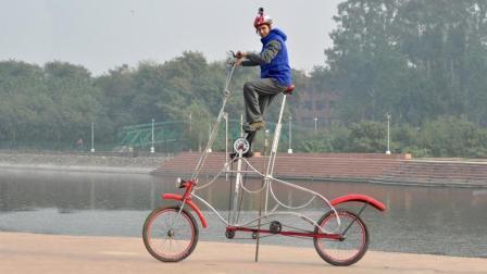印度小伙自制巨型自行车 高度达到3米  骑在街上