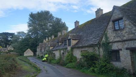 英国村庄诡异事件, 地面每年长高2厘米, 专家: 赶紧跑!