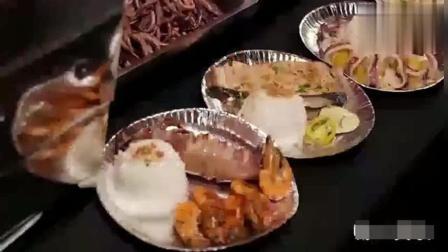 美食猎奇: 路边摊的海鲜拌饭, 鱿鱼和大虾真过瘾