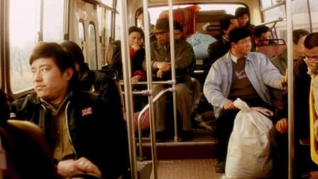 女司机遭遇歹徒, 车上乘客假装没看见, 最后, 他们付出了生命的代价!