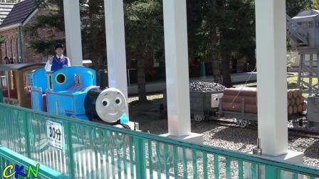 托马斯土地孩子骑真正有趣的游乐场