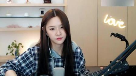 美女阿冷弹唱毛不易的《消愁》, 用吉他演奏简直又帅又好听!