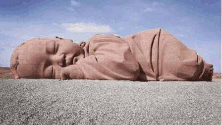 """甘肃戈壁滩出现""""巨婴"""", 如今已经睡了一年多, 怎么回事?"""