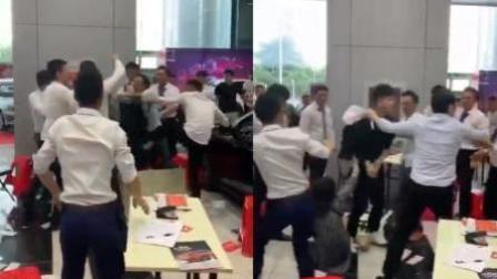 火龙果传媒 第一季 情侣4S店买车 拿麻将牌八万忽悠销售被群殴