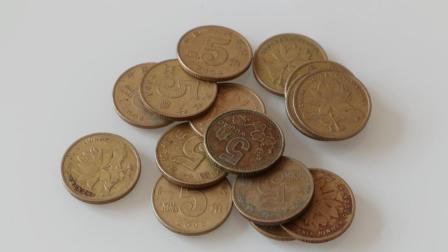 这种5角硬币你家有吗? 快找找看, 对应年份外观好的能值几十元
