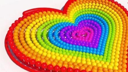 用很多彩色的棒棒糖组成一个彩色的爱心形