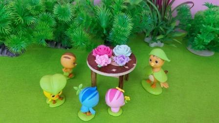 萌鸡小队鸡妈妈给孩子做日本食玩鲜花蛋糕