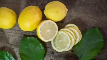 冬天手脚冰凉怎么办? 柠檬红枣搭配泡水喝, 手脚快速回暖