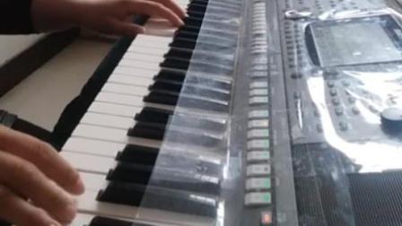 电子琴演奏《学学生演奏长城长》