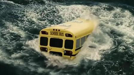 校车掉湖水底算什么! 小学生的超人, 直接将车从湖底搬出来