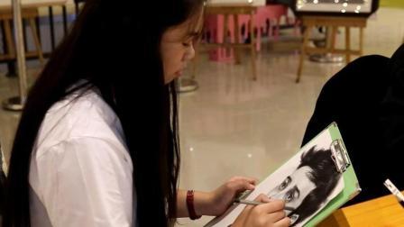 四川南充: 别看王府井这位小姐姐年轻, 创作的画可以轻轻松松买套房