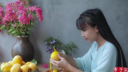 李子柒美食美女-黄桃罐头: 炎炎夏日, 来罐冰镇黄桃罐头怎么样?