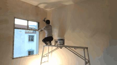 老师傅粉刷墙壁就是厉害, 认真仔细, 一天赚个300块钱没问题