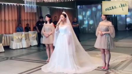 新娘唱着《往后余生》缓缓亮相, 一开口就听醉了, 堪比原唱啊!