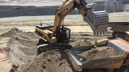 卡特385C挖掘机装载翻斗车, 这效率能看出是老司机