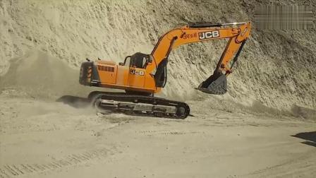3台挖掘机道路施工, 灰尘这么大, 为什么不洒水?