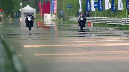 直线赛道上的较量, 铃木GSX-1300R摩托车VS铃木GSX-R1000摩托车