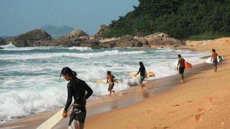 日月湾冲浪少年们的海边生活!