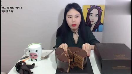 韩国大胃王: 吃播弗兰西斯卡挑战吃巧克力蛋糕