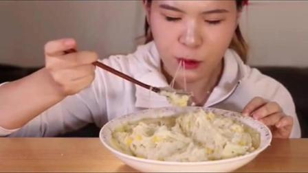 韩国大胃王: 吃播当顺姐姐舀着吃的芝士土豆