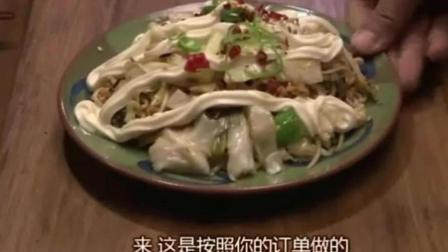 韩国人最喜欢吃的烤肉, 再配上煮的方便面一起吃, 那味道简直绝了