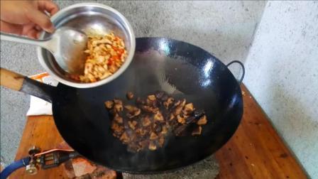 香菇干怎么做好吃 肉片炒香菇干的做法视频
