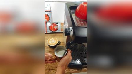 【咖啡拉花发泡教程】1分钟打出超细密奶沫