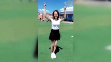 清纯校花真是技多不压身啊, 跳舞这么棒!