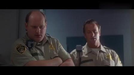 警察警告狱警别碰监狱内的任何物体, 结果手贱打开了盒子