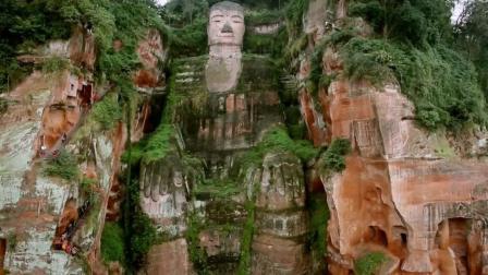千年前的乐山大佛告诉老外, 什么叫中国制造: 总统山雕像的四倍大!