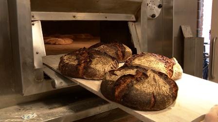 《走进美国》古法制作的面包就是不一样