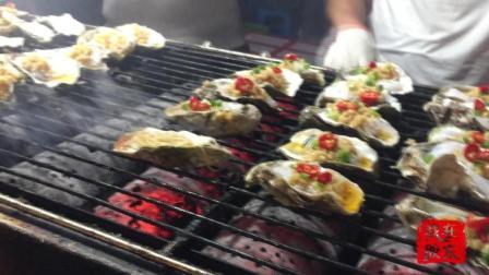 威海夜市人气最旺的一条街, 哪个特色小吃卖的最火, 里三层外三层, 围的水泄不通