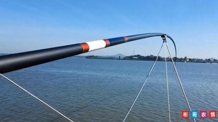 农村的天湛蓝, 32米鱼竿在万亩渔场垂钓, 这画面好美